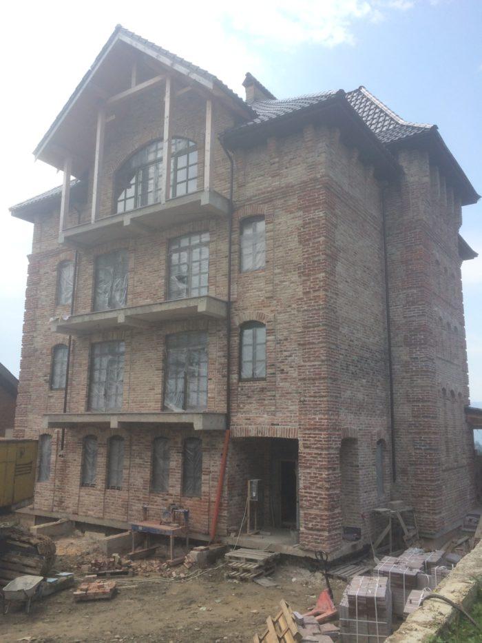 IMG1 700x933 - Гостиница в Карпатах